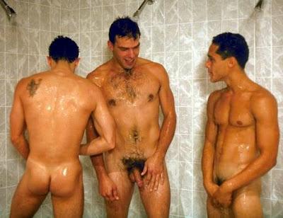 ninos desnudos con el pene erecto