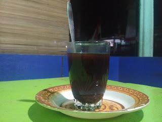 Seruput kopi menghilangkan lelah kehidupan