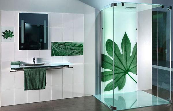 In uv trên kính trang trí nhà tắm