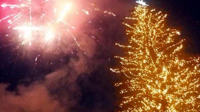 Ήγουμενίτσα: Φωταγωγήθηκε το χριστουγεννιάτικο δέντρο στην Ηγουμενίτσα...