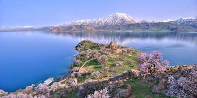 Lima Danau Paling Misterius di Dunia