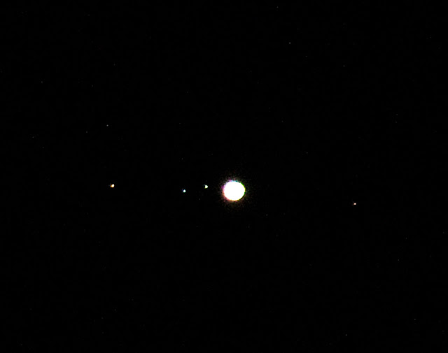 Jupiter and moons are easily visible in this 600mm, 1/30 second DSLR overexposed image (Source: Palmia Observatory)