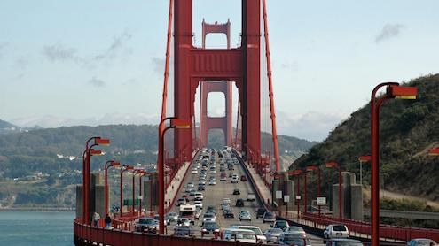 Vista del enorme tráfico que atraviesa el Golden Gate Bridge de San Francisco todos los días