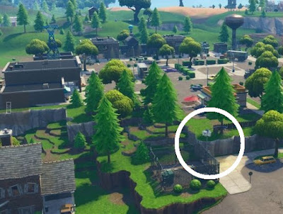 Streetlight Spotlight Location, Retail Row, Fortnite, Season 6 Week 1