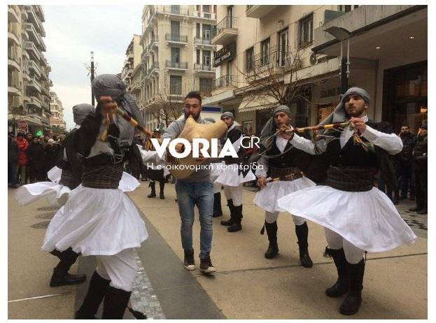 Γέμισε Μωμόγερους το κέντρο της Θεσσαλονίκης!