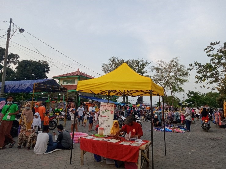 Suasana pasar rebonan pada sore selasa menjelang petang di Jabal Nur kota Kaliwungu.