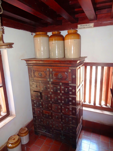 Dakshinachitra_Urns_Traditional_Kerala_Home