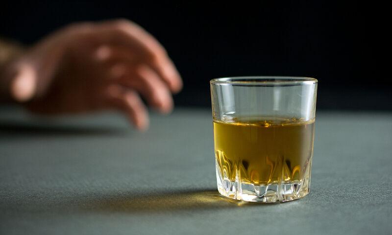 Αποχή από το αλκοόλ: 5 οφέλη για την υγεία