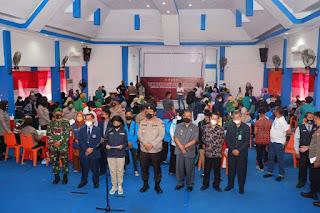 Wakapolda Sulsel bersama Dirintelkam, Dirbinmas dan Kabiddokkes menghadiri Vaksinasi serentak di Universitas Muhammadiya Pare-Pare sekaligus mendengar arahan Presiden RI