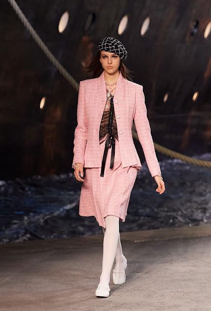 crucero chanel, fashion, moda, lujo, luxe, moda de lujo, karl lagerfeld, chanel en paris, chanel crucero 2019, estilo, looks, desfile de lujo, tendencias