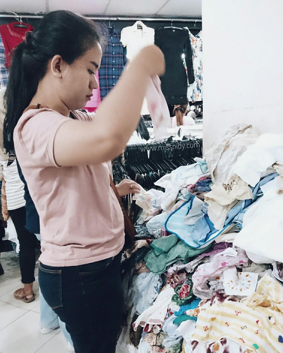 pengalaman beli baju bekas di pasar baru
