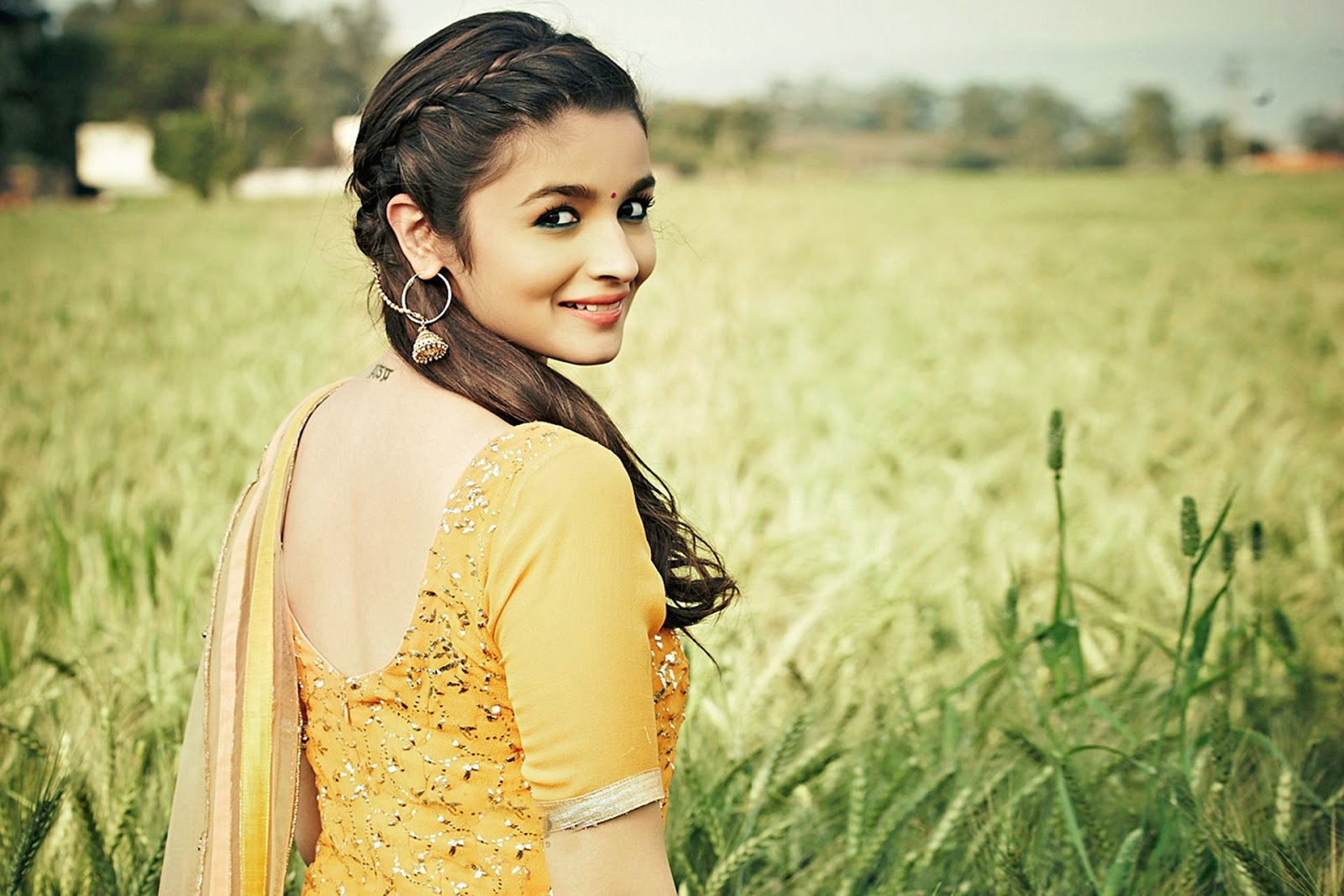 Top 50 Indian Desi Girls Hd Wallpaper Photos Images -6872