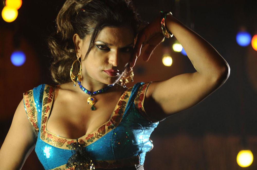 Telugu Entertainment: Shalini Naidu Spicy Navel Stills