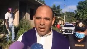 Policía vestido de sacerdote mata hombre que tenía secuestrado a niño y su madre adolescente