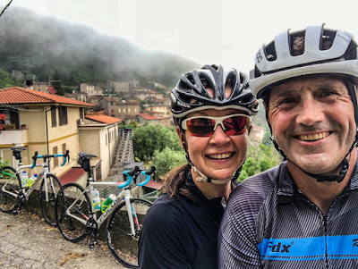 cycling apuan alps tuscany full carbon road bike rental in Camaiore Versilia Lunigiana Garfagnana Carrara marble caves route