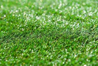 طريقة تركيب العشب الصناعي بسهولة في السعودية