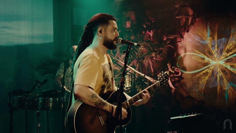 Está no ar o primeiro minidocumentário do projeto Sonastério ilumina com a banda Maneva. O episódio 1: Maneva ilumina Sonastério foi lançado ontem, dia 27 de junho, e já está disponível no canal oficial da própria produtora no YouTube.