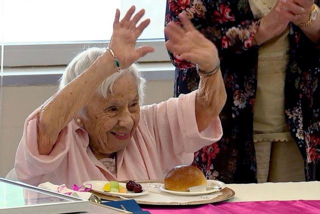 Είναι 107 ετών και αποκάλυψε το μυστικό της μακροζωίας: «Δεν παντρεύτηκα ποτέ!»