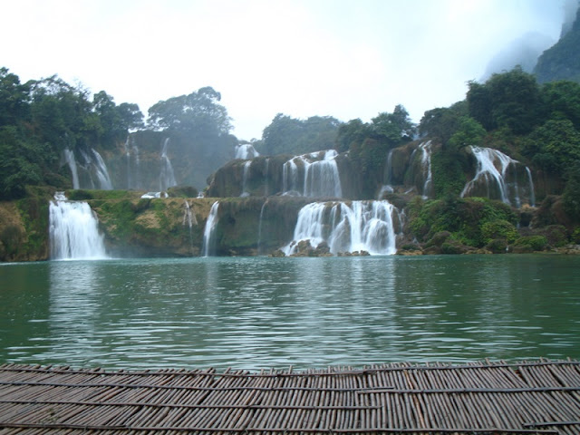 Ban Gioc Waterfalls - Waterfall majestic but romantic in Vietnam