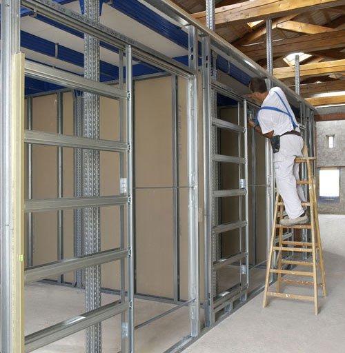 Come avviene il montaggio del cartongesso edilizia in un - Porta parete cartongesso ...
