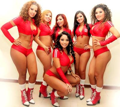 Foto de Vanesa y Las Tremendas de rojo