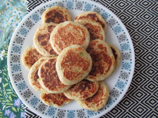 How to make vegan potato cakes with leftover mashed potatoes.  Vegan recipe from UK vegan blogger secondhandsusie.blogspot.com #potatocakes #vegan #veganrecipe