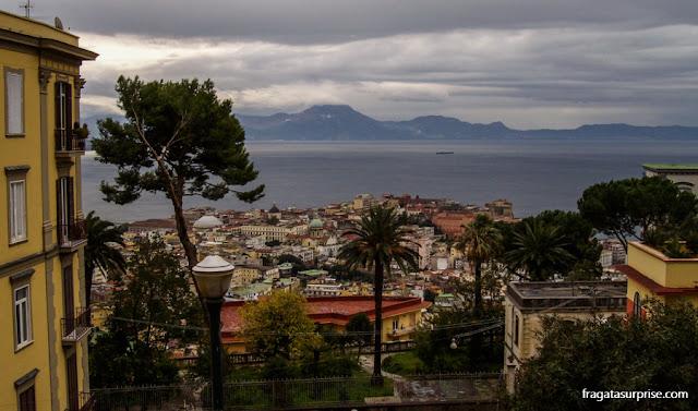 Nápoles vista de um mirante no morro do Vomero