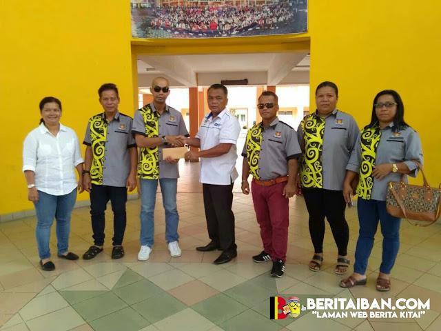 PAIS meri bantu ngagai pelajar kurang benasib manah di SK Senadin