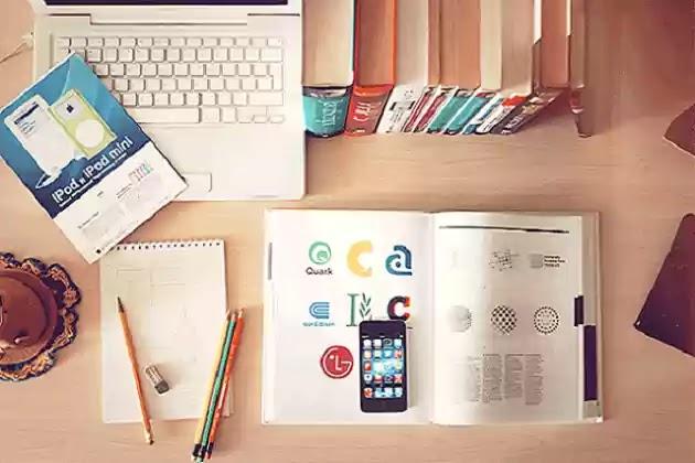 Alat-Alat Belajar (Buku, Pensil, Handphone, Laptop)