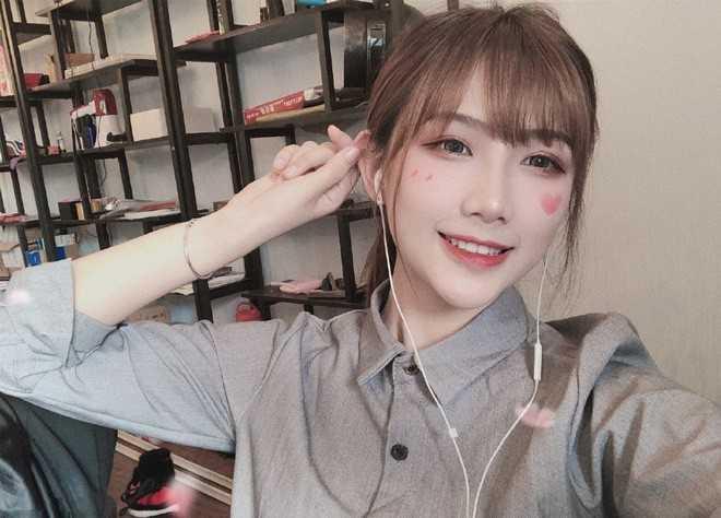 Hot girl streamer Chung Đình lộ ảnh mặt mộc không xinh như trên ảnh nhưng vẫn được khen nức nở