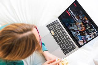 belajar bahasa inggris online nonton film
