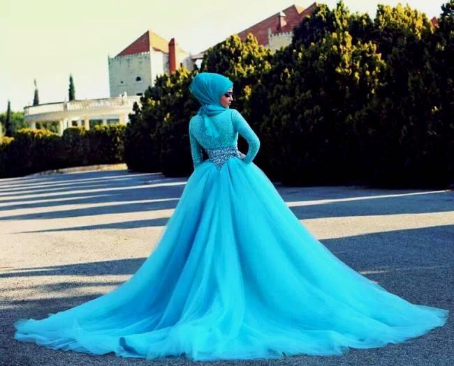 Desain Gaun Pengantin Muslim Modern Elegan Warna Biru - www.contohbaju234.  com fe76d2eb2c