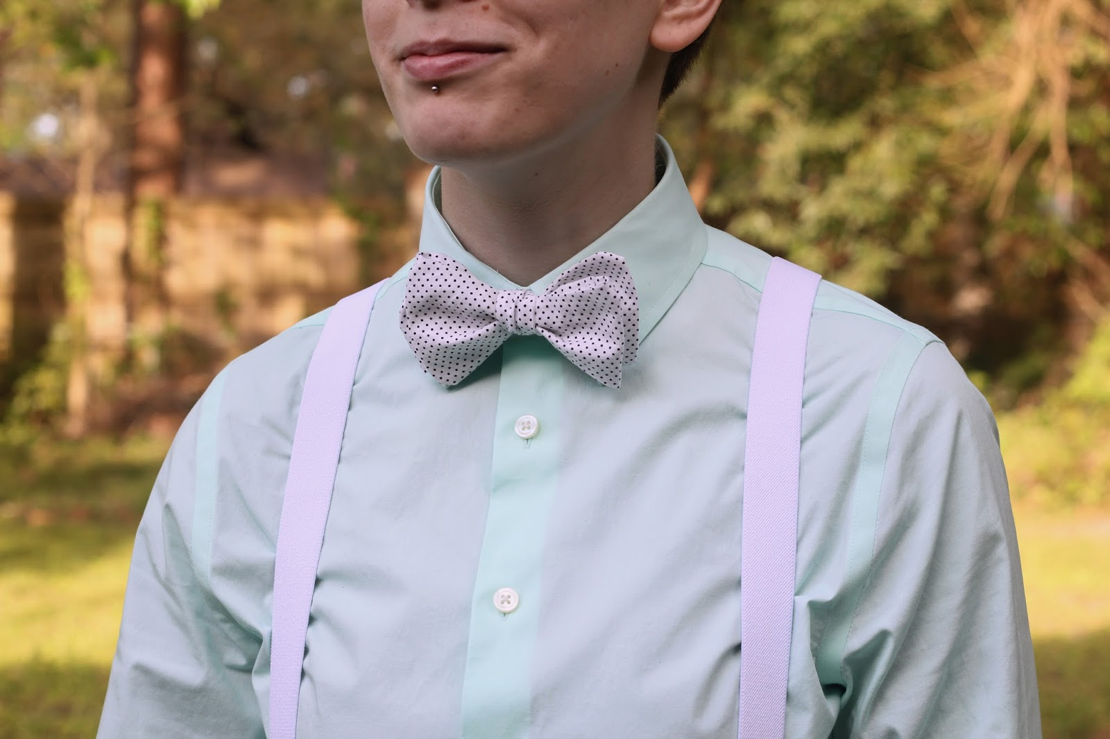 Handmade Bow Tie: Mint green & white