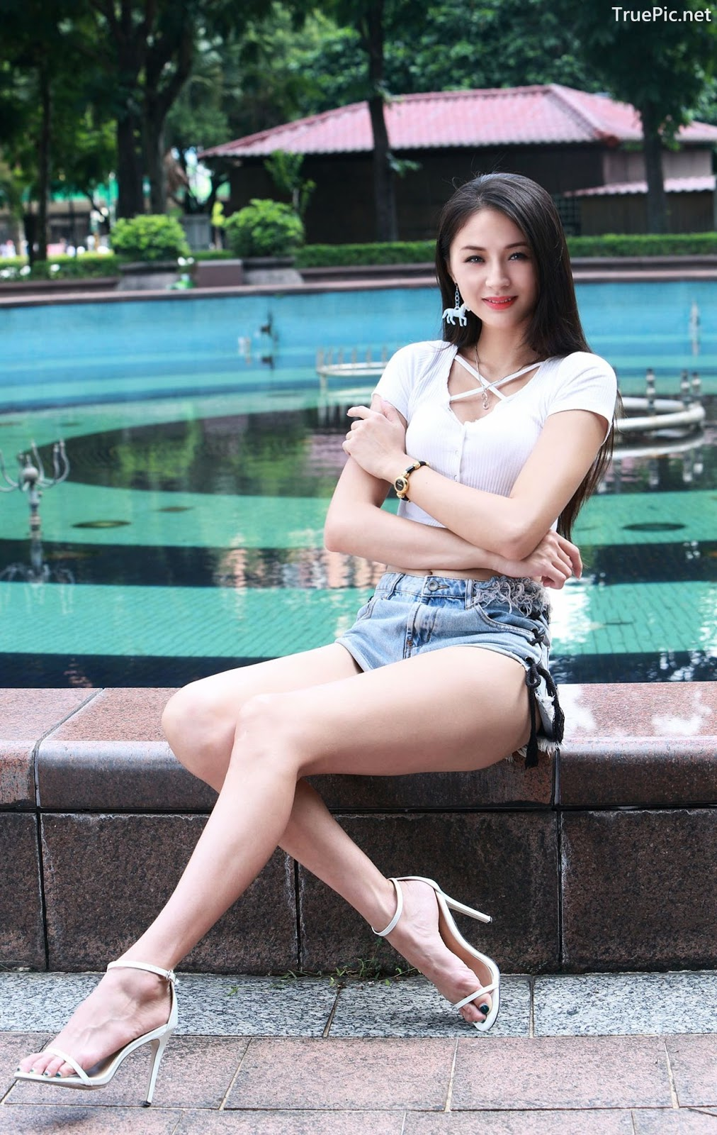 Image-Beautiful-Taiwanese-Girl-Lola-雪岑-Perfect-Long-Legs-Baby-TruePic.net- Picture-10