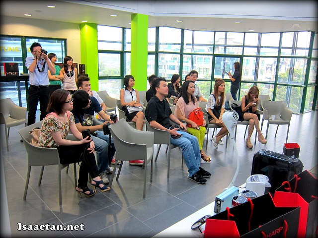 The class comprising of bloggers and Churpers listening attentively
