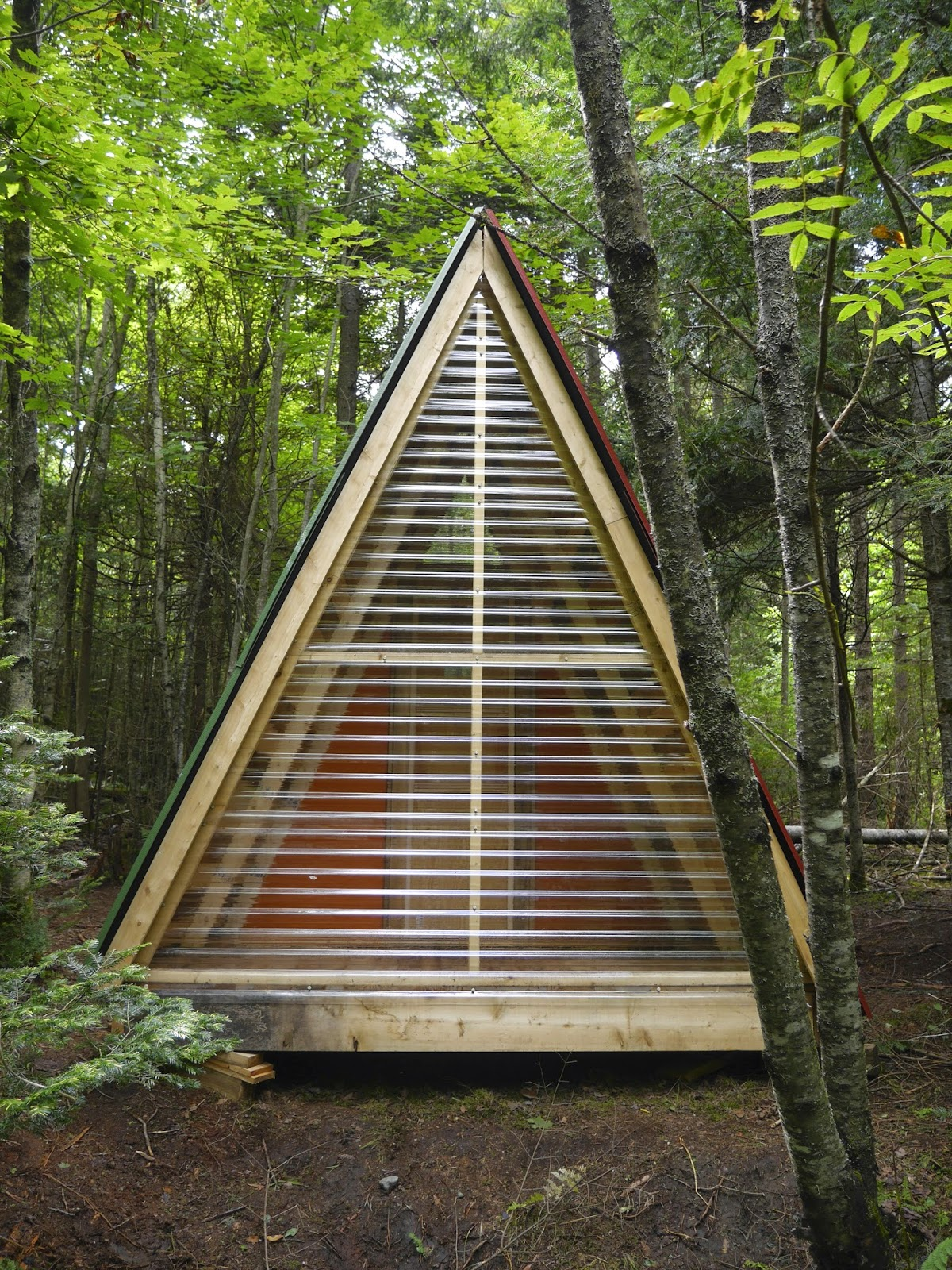 Relaxshacks A Tiny Bunk House Made From Scrap And