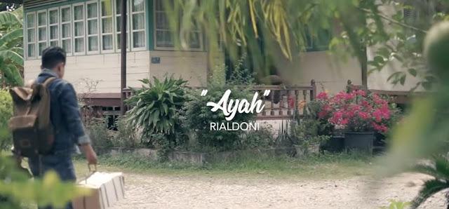 Lirik Lagu Ayah - Rialdoni (2019)