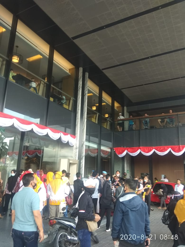 Ribuan pendukung IKE-Zam hantarkan rapat pleno di Hotel Rodison di MBK