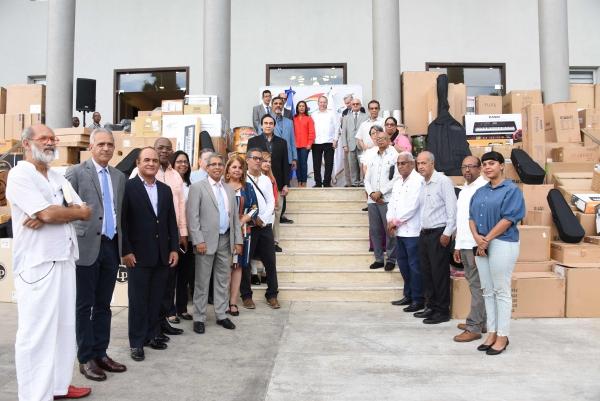 El ministro de Cultura, arquitecto Eduardo Selman, acompañado de los viceministros, encabezó el acto al que asistieron directores generales de las distintas dependencias beneficiadas.