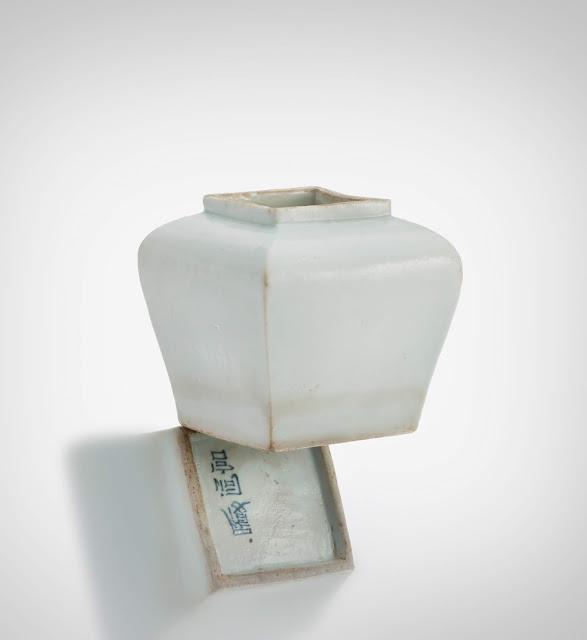 백자이동궁명사각호(白磁履洞宮銘四角壺), 조선 19세기, 높이 10.2㎝