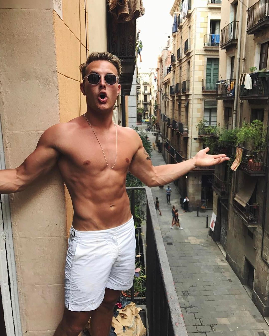 shirtless-fit-hipster-dudes-with-sunglasses