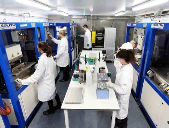 Vista do laboratório de fabricação e testes de células de bateria na Universidade de Warwick, em Birmigham