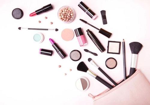 Productos de maquillaje para ojos saltones