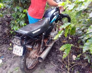 Policias localizam moto furtada