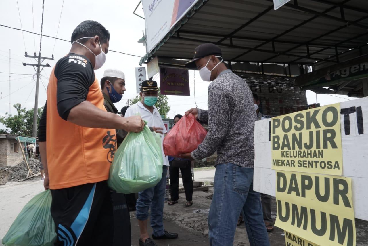 Serahkan Bantuan Pangan, Walikota Tebingtinggi Harapkan Pemerintah Pusat Bantu Memperbaiki Sungai Padang