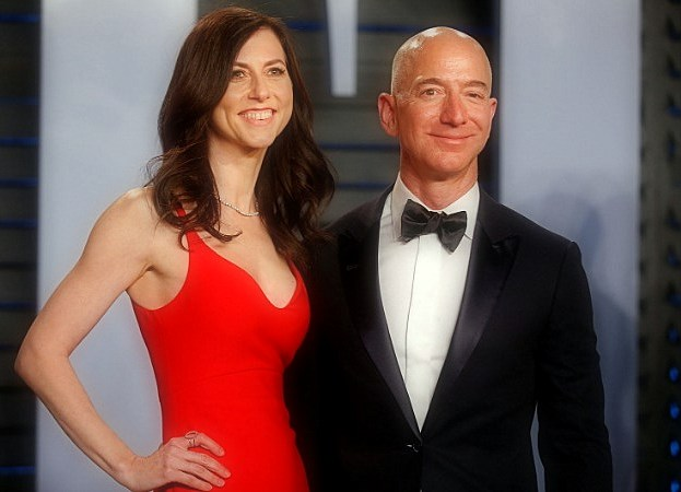 MacKenzie Bezos agrees to give half of his $ 36 billion of fortune to charity