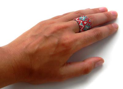Широкое кольцо из бисера (с орнаментом)