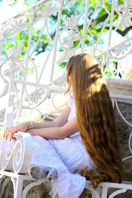 Hair Model She has the longest natural blond hair