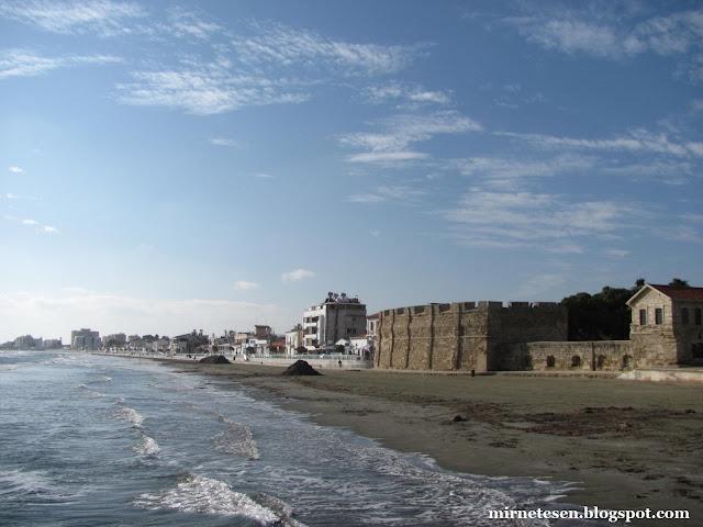 Ларнака зимой - замок на берегу моря
