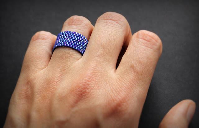 Купить темно-синее кольцо на палец. Интернет-магазин украшений из бисера.